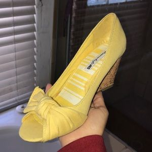 American eagle brand yellow cork high heels